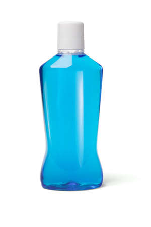 mouthwash: Botella de pl�stico de enjuague bucal sobre fondo blanco
