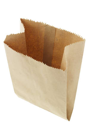 white paper bag: Cerca de bolsa de papel marr�n blanco sobre fondo blanco Foto de archivo