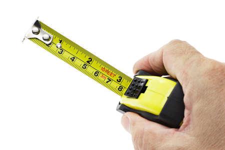 cintas metricas: Mano que sostiene la cinta métrica en el fondo blanco