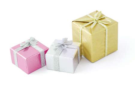 three gift boxes: Tres cajas de regalo decoradas con cintas de arco