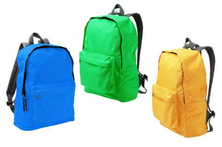 mochila escolar: Tres mochilas coloridas pie sobre fondo blanco