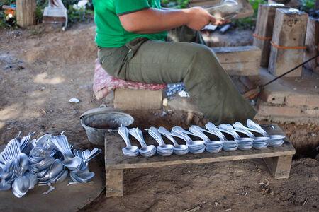 lao: cuill�re mentale fait de la d�molition bombe, Lao Banque d'images
