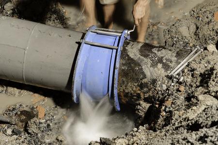 鋳鉄製の水道管修正、400 mm の直径