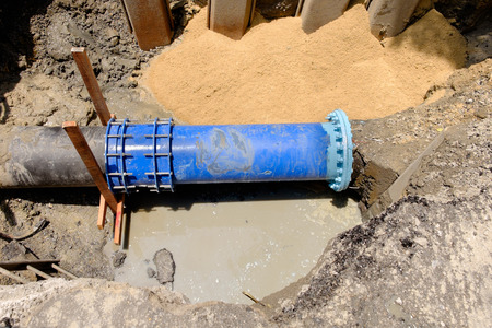 ductile: Water pipe fix between  HDPE and cast iron with ductile steel pipe, 400 mm diameter