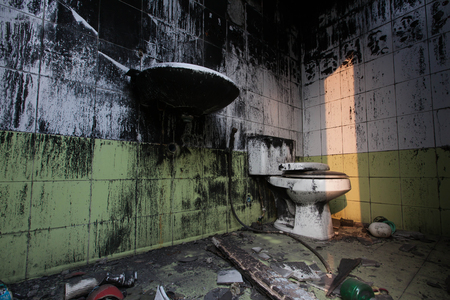 dirty: dirty toilet