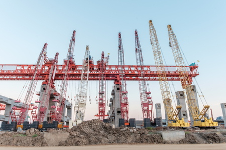 erection: erection bridge box girder, many crane
