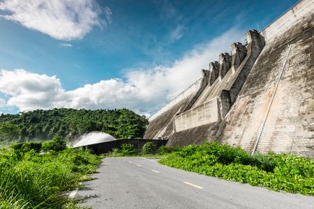 compacted: khun Dan Prakarnchon Dam, Roller Compacted Concrete or RCC Dam,  2,594 metre of long, 93 metre of high, 224 M cubic metre, since 2004, Thailand