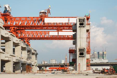 erection: column support of  erection bridge box girder