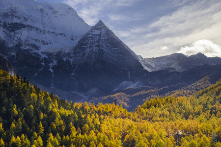 signify: Yanding Nature Reserve, Chenrezig(Tibet) or Xiannairi(China) is signify Compassion, 6032 msl, Tibent call this land Nyiden, China Stock Photo