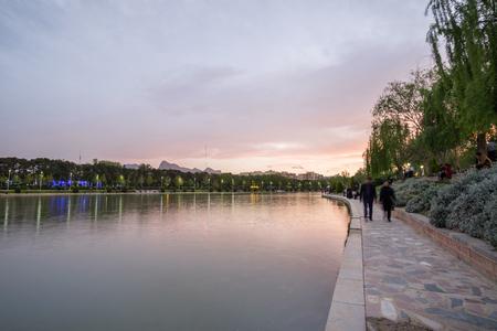 Evening time at Zayandeh river, Esfahan, Iran Reklamní fotografie