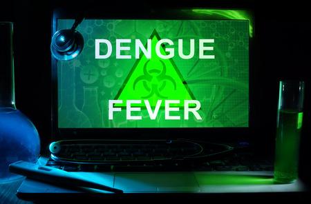 dengue: Notebook con la febbre dengue parole Archivio Fotografico