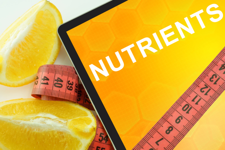 nutrients: Tablet con palabras nutrientes y cinta m�trica