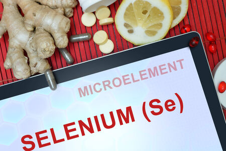 selenium: Tablet with words Selenium (Se). Healthy eating.