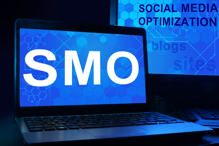 smo: Computer with words SMO (Social Media Optimization).