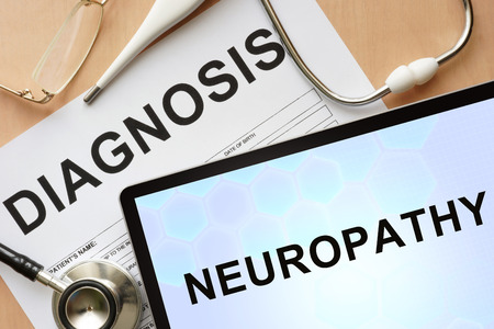 lepra: Tablet con neuropat�a diagn�stico y estetoscopio. Foto de archivo