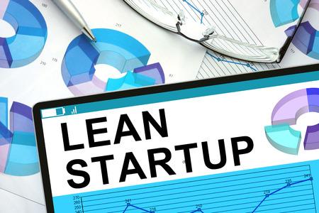 Lean Startup のグラフとタブレット。 写真素材