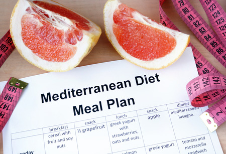weight loss plan: Piano pasto dieta mediterranea e pompelmo. Concetto di perdita di peso.
