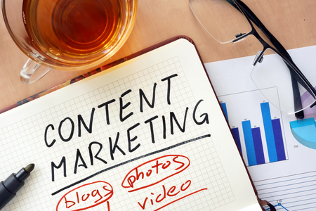 Notepad met woorden content marketing concept. Stockfoto