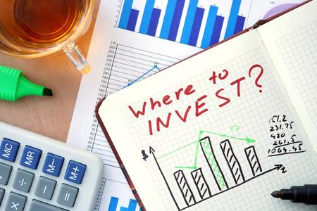 メモ帳をどこに投資する概念とマーカーの単語します。