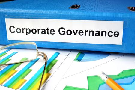 gobierno corporativo: Carpeta con la etiqueta de Gobierno Corporativo y gráficos.