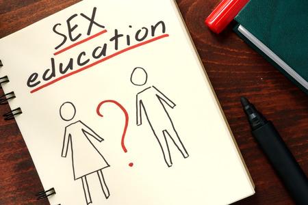 Woorden seksuele voorlichting geschreven in het kladblok. Stockfoto