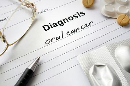 cancer buccal diagnostic écrit sous la forme de diagnostic et des pilules.