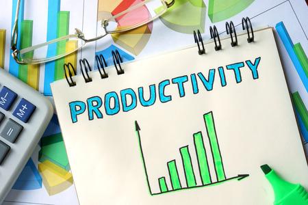 productividad: Productividad concepto. Bloc de notas sobre la mesa. Foto de archivo