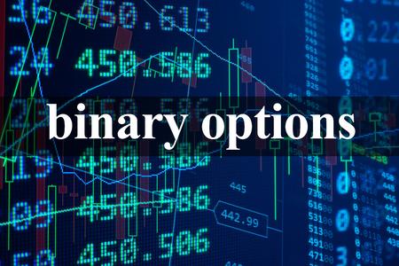 Palabras de opciones binarias con los datos financieros en el fondo. Foto de archivo