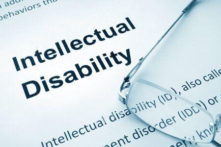 Papel con discapacidad intelectual y gafas de palabras