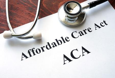 Woorden Affordable Care Act ACA geschreven op een papier.