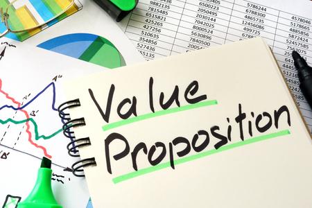 Value Proposition geschreven op een vel van Klad blok.