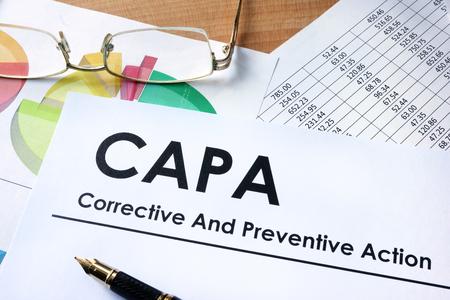 Di carta con parole CAPA correttive e piani d'azione preventivi