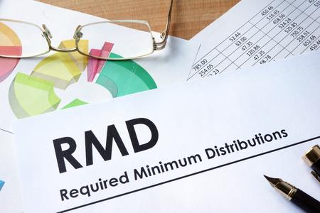 Papier avec des mots RMD requis distributions minimales