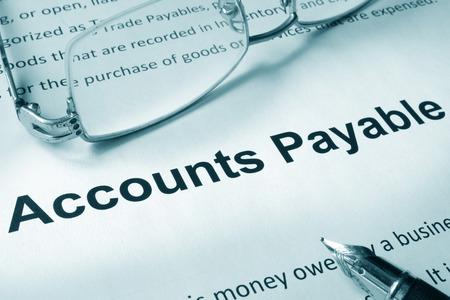 contabilidad financiera cuentas: Papel con la muestra de cuentas por pagar. Concepto de negocio.