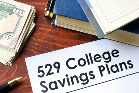 ahorros: Papers with 529 College Savings Plans on a table. Foto de archivo