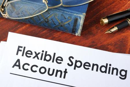Papers met flexibele uitgaven rekening FSA op een tafel. Stockfoto