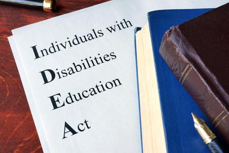 Papier met titel Individuen met een handicap onderwijs wet (IDEA) Stockfoto
