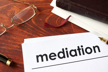 Papers met titel mediation op een tafel. Stockfoto - 66974822