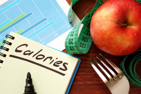 Calories écrites dans un journal. Calorie comptage concept.
