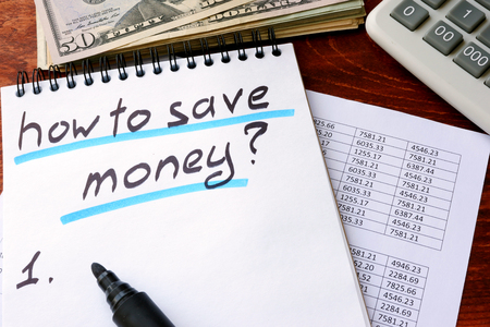 fondos negocios: Note with title how to save money.