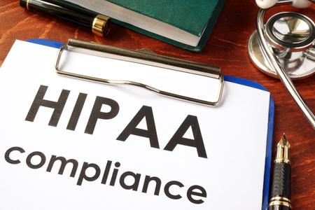 클립 보드에 HIPAA 준수 양식. 의료 개인 정보 보호 개념입니다.