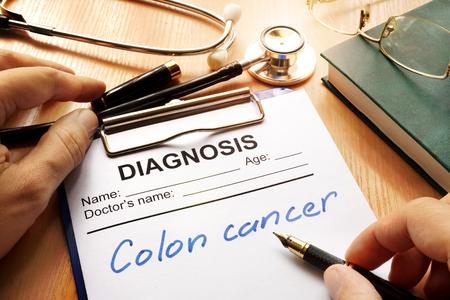 결장암이라는 단어가있는 진단 양식.