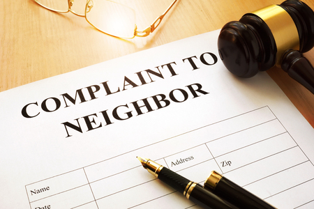 Complaint to neighbor on a table. Banque d'images
