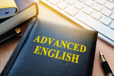 上級英語のタイトルで予約します。言語学習の概念。 写真素材