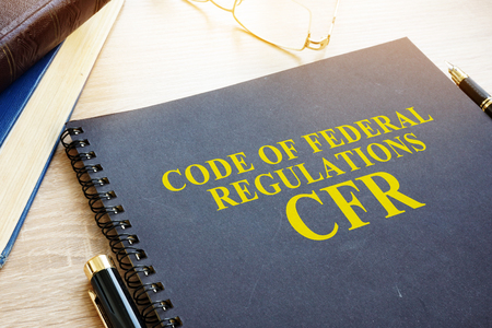 Code of Federal Regulations (CFR) und Gläser.