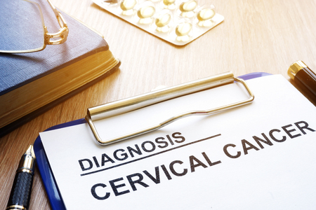 Cervical cancer diagnosis on a clipboard. 版權商用圖片