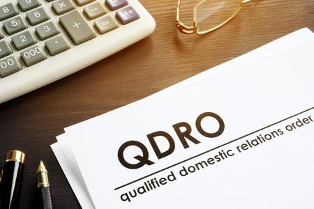 Documentos sobre relaciones domésticas calificadas orden QDRO. Foto de archivo