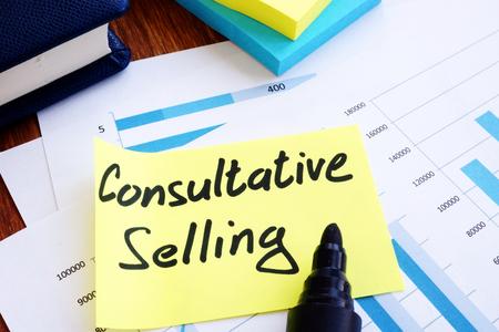 Beratender Verkauf. Geschäftsberichte und Stift.
