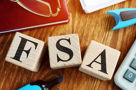 Flexibles Ausgabenkonto FSA aus Holzwürfeln.