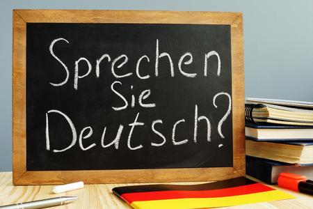 Sprechen Sie Deutsch geschreven op een schoolbord. Leer Duits concept. Stockfoto